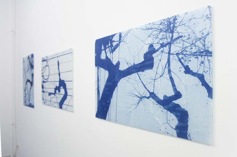 """Ute Lindner, """"Shanghai Lu"""", 2017, Cyanotypie auf Reispapier auf Glas, 60 x 90 cm"""
