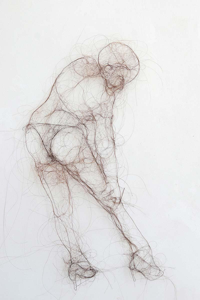 Angelika Zeller, Die Verletzliche I, 2019, Haar/Draht, ca. 35 x 18 x 1.5 cm, Foto: Alexander Gonschior